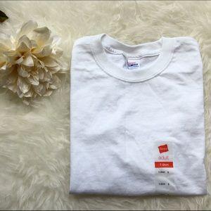 Hanes Tops - White crew neck t shirt