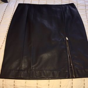 Sexy JustFab black faux leather skirt with zipper