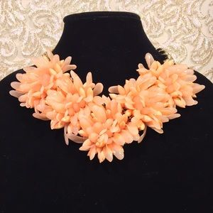 Jewelry - Peach stunning necklace