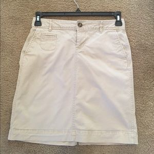 Khaki skirt with pockets