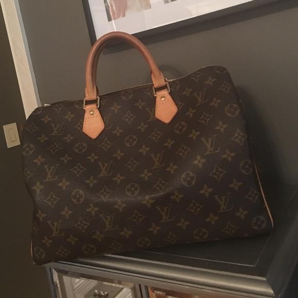 1201504f288f Louis Vuitton Handbags - Authentic Louis Vuitton Speedy 35