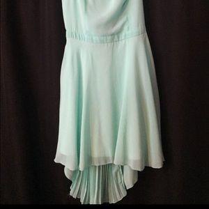 Dresses & Skirts - Beautiful flowy mint green dress