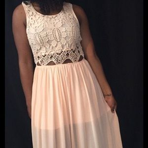 Dresses & Skirts - Beautiful flowy peach long dress!
