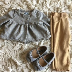 GAP Other - GAP grey and gold sweater outfit
