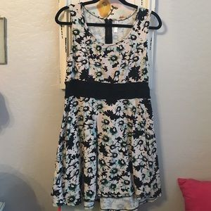 Floral XL xhilaration dress with lace detail