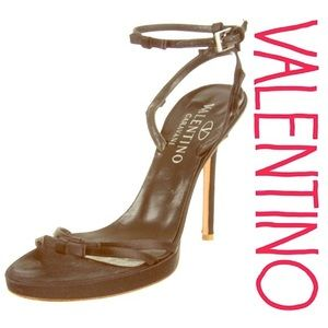 Valentino Black Satin Bow Stilettos - R$999