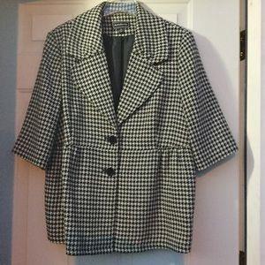 Jackets & Blazers - HOUNDSTOOTH BLAZER. Always a classic