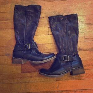 Bass Shoes - NWOT Brown boots with fur lining