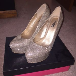 "Gold 4"" heels, Size 8"