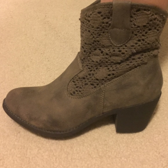 71 mudd shoes nwot brown ankle boots from jaimie s