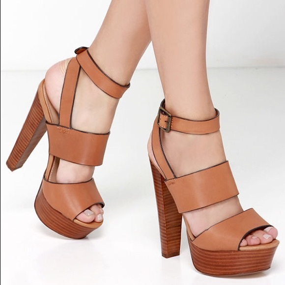 aee13bc714a 💫Steve Madden Dezzzy Tan Leather Platform Heels