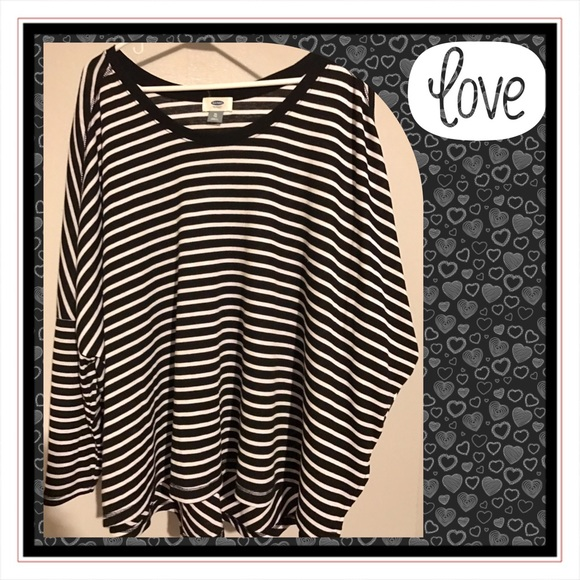 Old Navy Tops - TRENDY B & W stripe, longsleeve, lovely