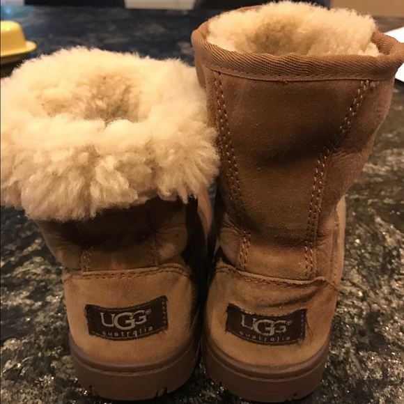 56157ea9b73 Girls Brown UGGS boots