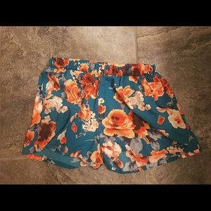 Pants - Loose flowy floral shorts