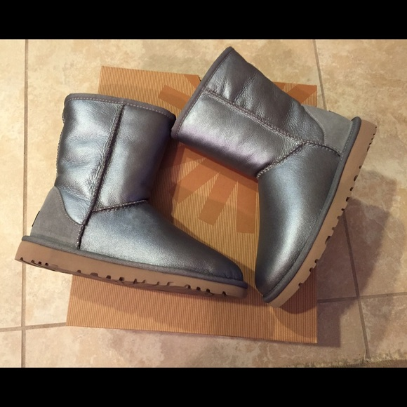 Ugg classic short metallic boots size 5 new