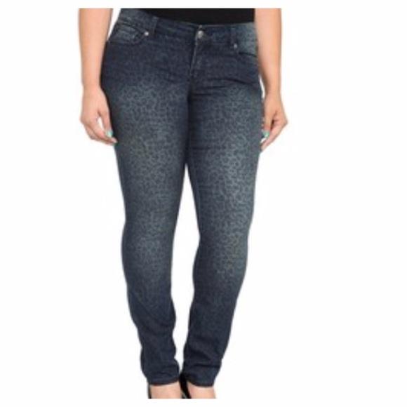 6c7a7aad07 Torrid Leopard Print Skinny Jeans. M 582967d34e8d17eff10a7284