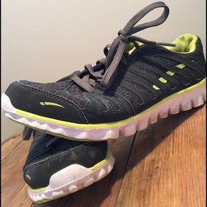 L.A. Gear Shoes - Honey comb sole tennis shoe