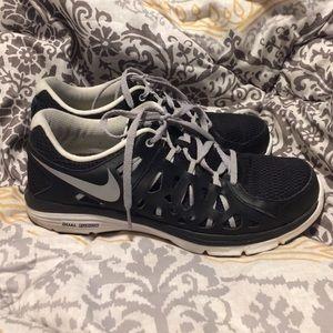 Nike Shoes - Black NIKE dual fusion run 2