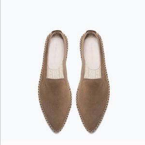 NWT pointed toe suede Zara flats in Olive