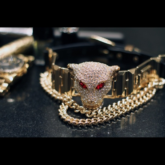 d8d1fbf32c5 Versace For H   M rare choker!!👌🏼❤️