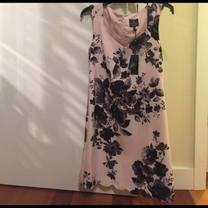 Adrianna Papell Dresses & Skirts - 🆕 Adrianna Papell Scallop Floral Dress