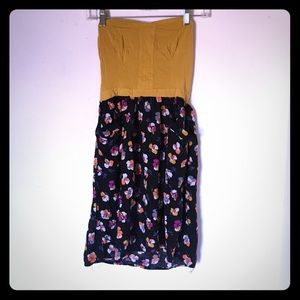 Dresses & Skirts - Strapless floral dress with pockets