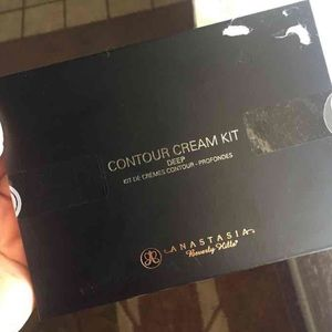 Anastasia Beverly Hills Other - Anastasia Beverly Hills Cream Contour kit