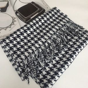Accessories - Black & White Herringbone Print Scarf •