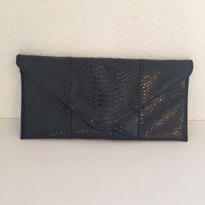 Urban Expressions Handbags - Urban Expressions Faux Snakeskin Clutch