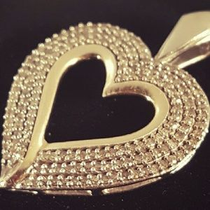 Jewelry - FINAL PRICE DROP Diamond Heart pendant  NO OFFERS