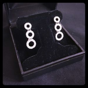 Jewelry - Three circle CZ silver drop earrings 💎