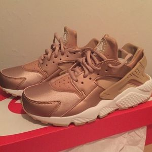 73b15cca3a40 ... usa nike shoes rose gold nike air huaraches 2a351 aa877