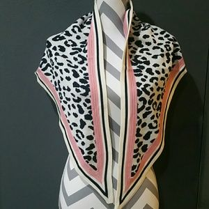 Accessories - 💋LAST 1💋Animal print shawl/scarf NWOT