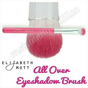 Elizabeth Mott All Over Shadow Brush