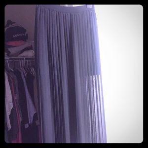 Dresses & Skirts - Boutique Accordion Black Maxi