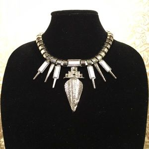 Jewelry - Stunning silver necklace