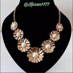 KAREN1177 Jewelry - New Flowers & Pearls Bib Statement Necklace