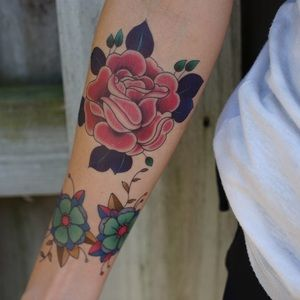 Flash Tattoo Accessories - Vibrant Traditional Pink Rose Temporary Tattoo