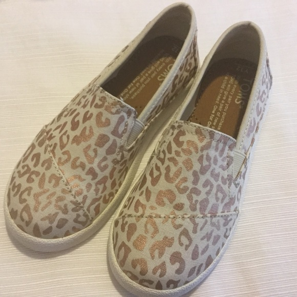 cc2fcfeb9bc 🐆TOMS natural cheetah foil youth size 12 girls