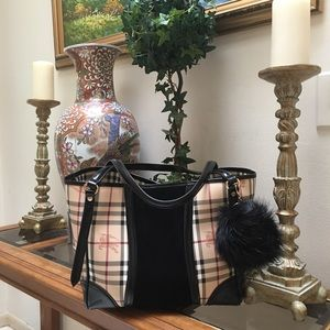 Burberry Handbags - 🎉Final Sale!! Burberry Large Bag