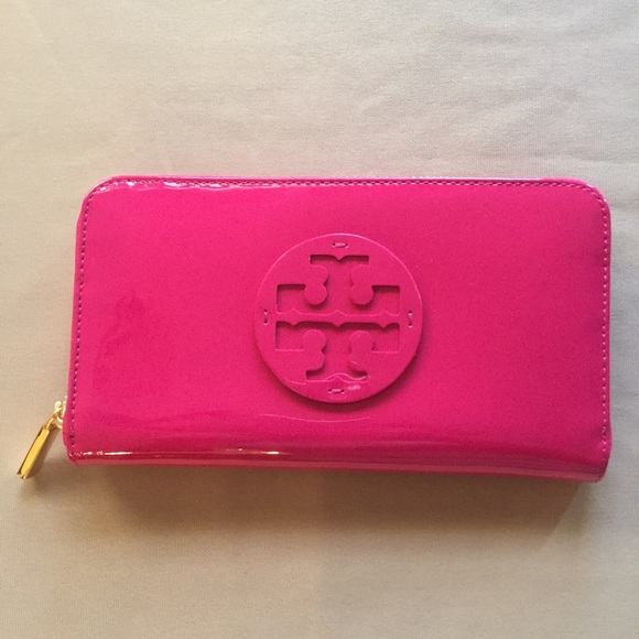 7026965b3 Tory Burch Patent Leather Continental Wallet