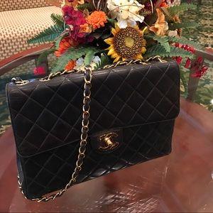 CHANEL Handbags - Chanel Jumbo Lambskin chain bag