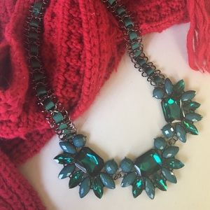 Jewelry - 🍀Gorgeous Green Ribbon statement Necklace