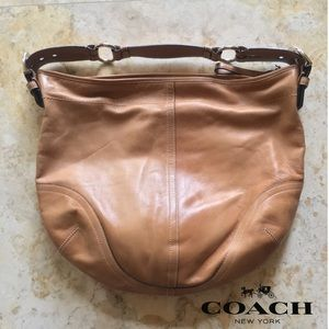 COACH tan leather hobo large bag. Extra pictures