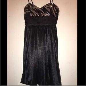 Dresses & Skirts - 🎄❤️️💃Little black cocktail dress