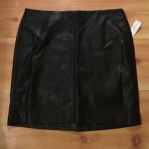 Old Navy faux leather skirt, Size 6