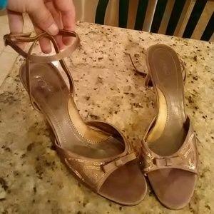 Jacqueline Ferrar Shoes - Like new Taupe Jacqueline Ferrar Stunning heels