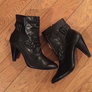 Shoes - Like new black booties