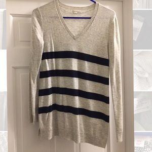 Gap maternity v neck sweater size S