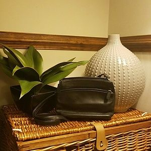 Aurielle Handbags - Vintage Aurielle Black purse